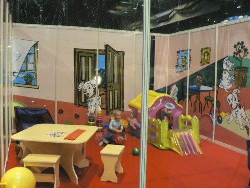 детская комната на автосалоне 2007