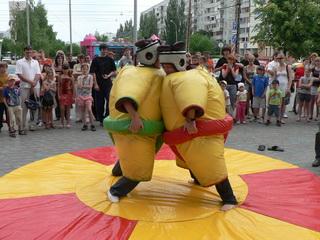 аттракцион борьба сумо